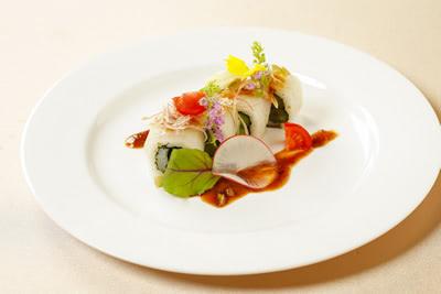 ウメの実を使ったロール寿司